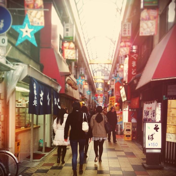 この辺りは治安が悪いそうですが、商店街は昭和の匂いがしました。